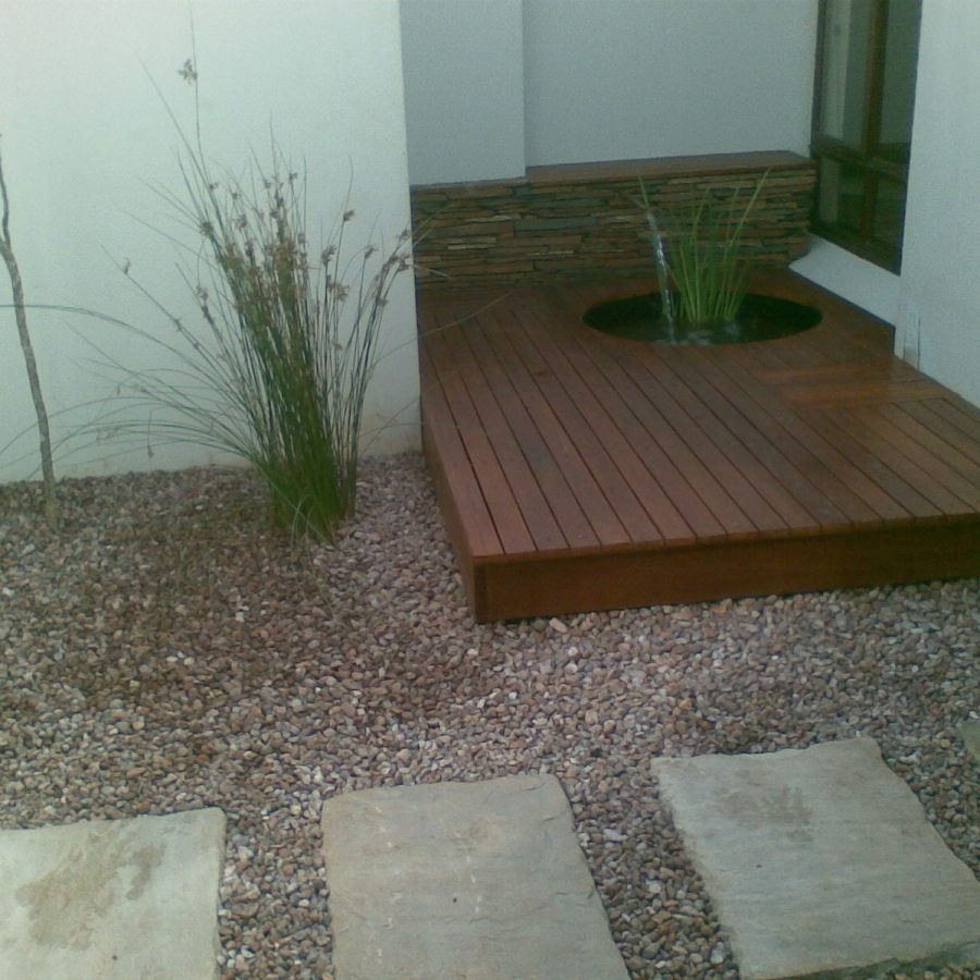 Deck-waterfeature: Shale clad feature wall with water feature and Balau hard-wood deck.